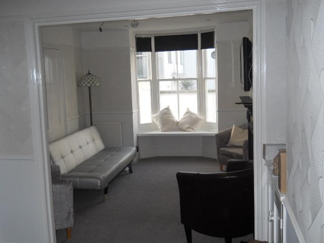 Double aspect Lounge (sleeps 4 in single sofa beds)