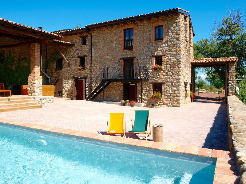 Histórica Villa Ecológica con piscina privada en la Cerdanya (Pirineos), vacation rental in Province of Lleida