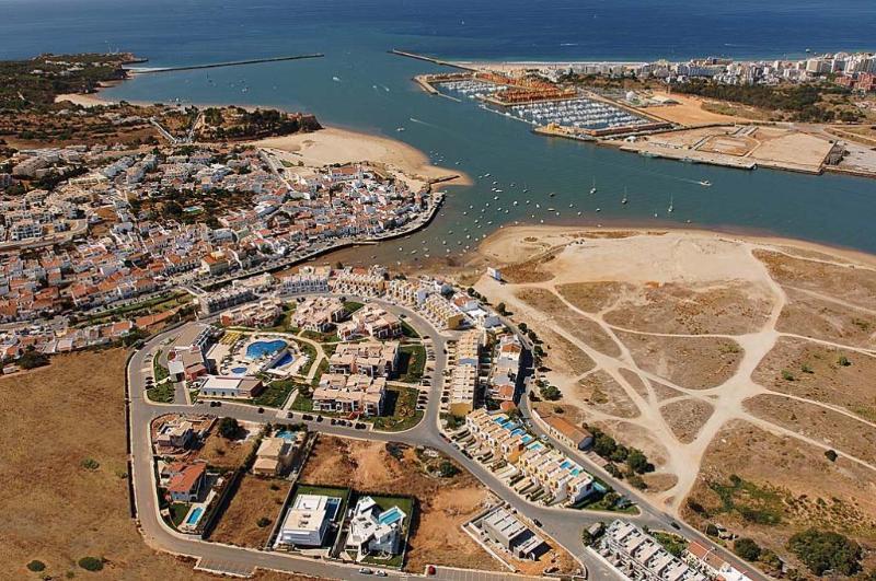 Overview of Ferragudo.