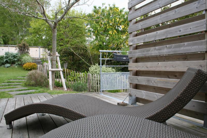 Autre vue terrasse et jardin
