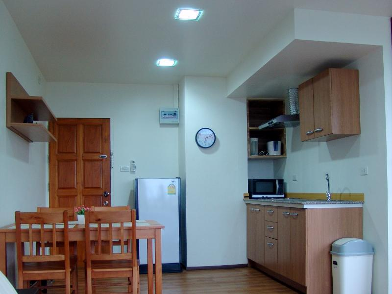 Fully equiped Kitchen and dinning area