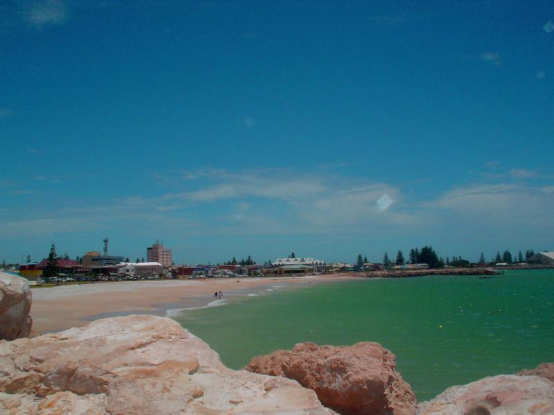 20 minutes to the City of Geraldton which has great shopping and ammenities