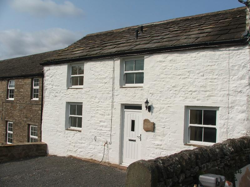 Isaac's Byre, pet and eco friendly, walks, waterfalls and amazing views., holiday rental in Garrigill