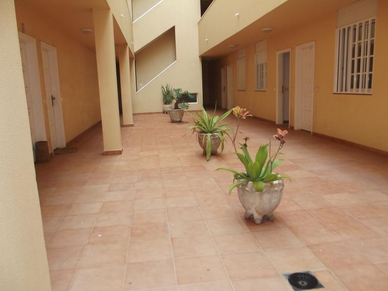 Patio de entrada al apartamento
