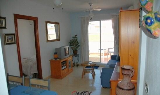 Apartamento a 150 mtrs de la playa (VFT/AL/00098), alquiler de vacaciones en Roquetas de Mar