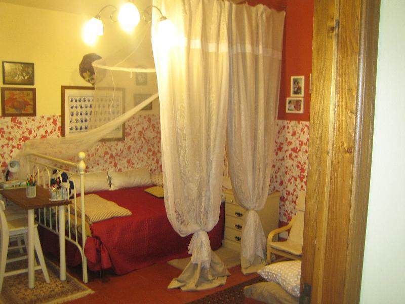 Bedroom: double bed