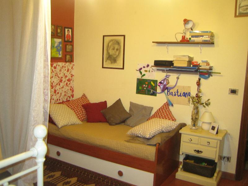 Bedroom: one+one single beds