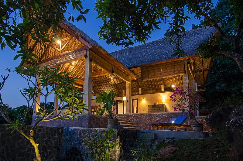 SANGLUNG Villa, North Bali  Private Pool. – semesterbostad i Buleleng Regency