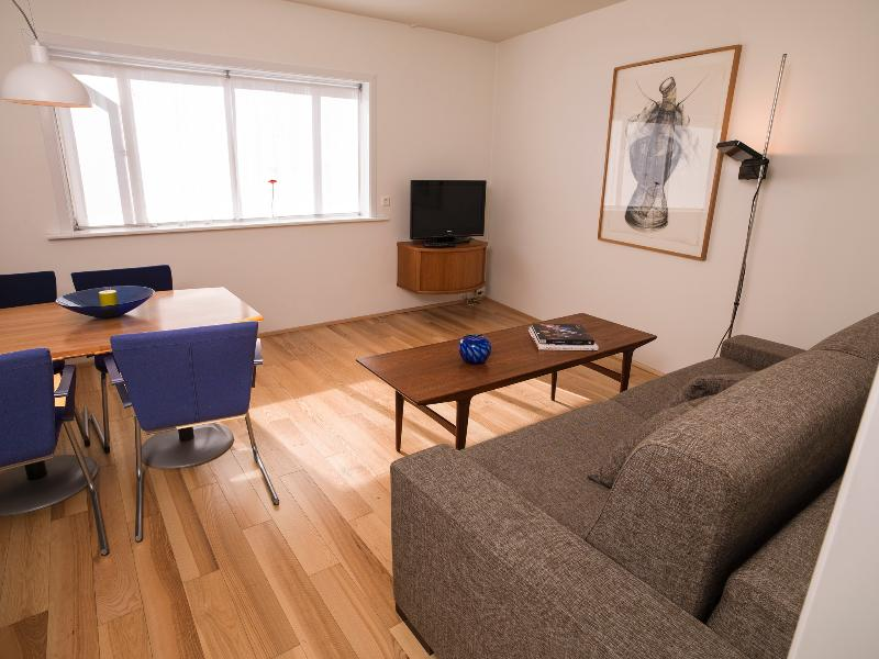 Cozy central apartment in the heart of Reykjaviks city center, vacation rental in Seltjarnarnes