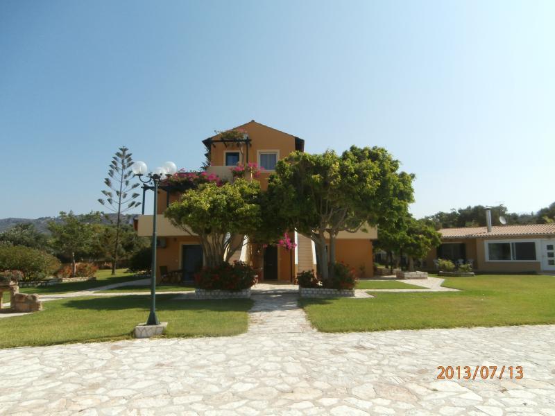 SANDY BEACH VILLAS & APARTMENTS - APARTMENT, location de vacances à Agia Pelagia