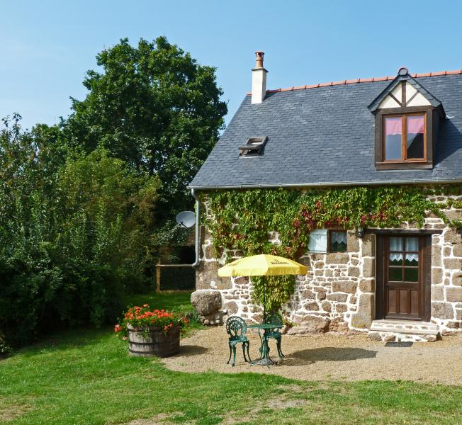 Le Tertre Gites - 'Rouge', vacation rental in Saint-Fraimbault