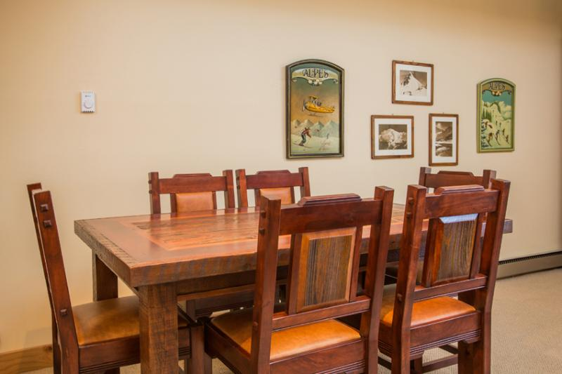 Ptarmigan House: Dining Table