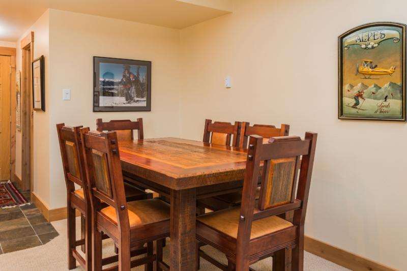 Ptarmigan House: Cafe-Style Dining Table for 6
