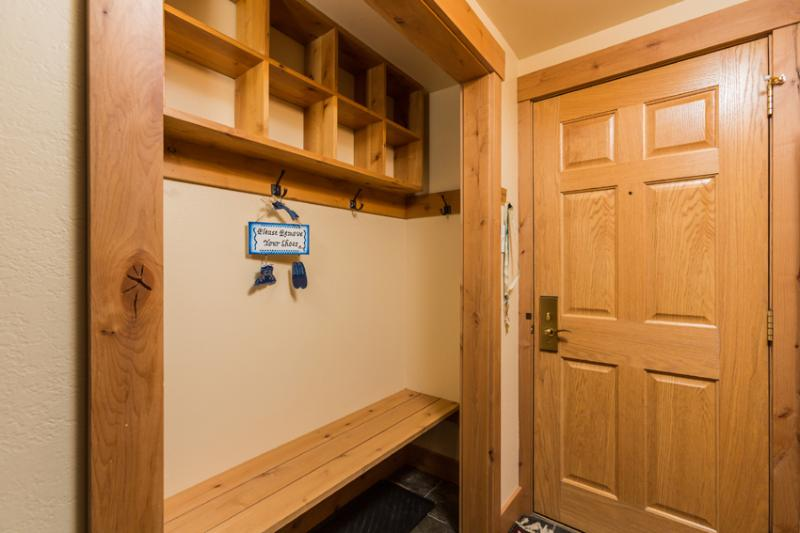 Ptarmigan House: Entry to condo - bench seat with cubbies for your 'stuff'