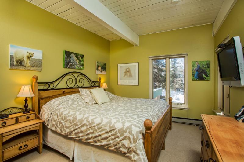 Ptarmigan House: King Bed
