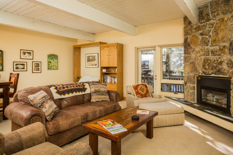 Ptarmigan House: Large open living area with deck off living room