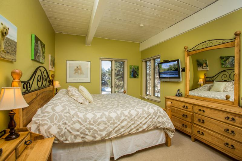Ptarmigan House: True bedroom with king bed and TV