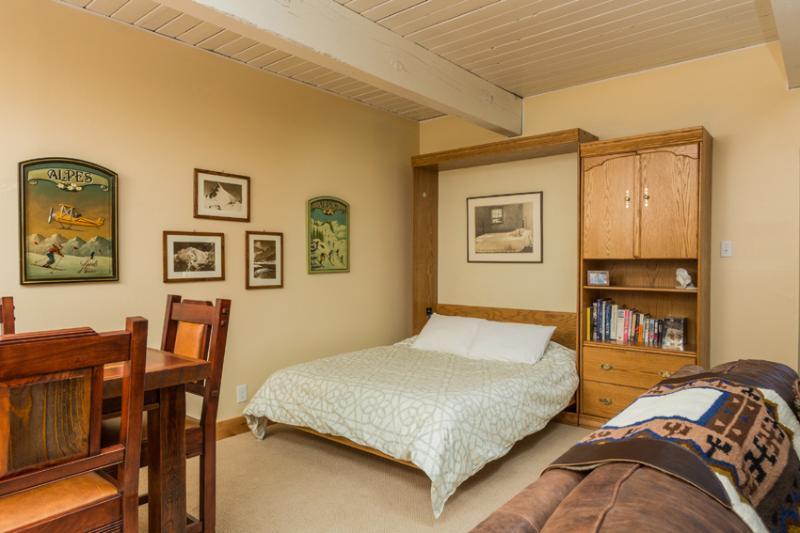 Ptarmigan House: Murphy Bed - queen size