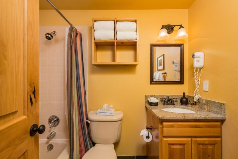 Ptarmigan House: 2nd bathroom