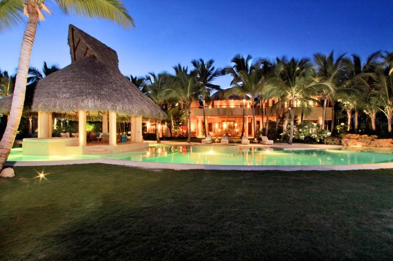 Stunning Sea Front & Golf Course Front Villa, vacation rental in Punta Cana