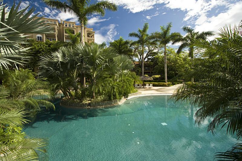 10 000 pieds carrés de piscine