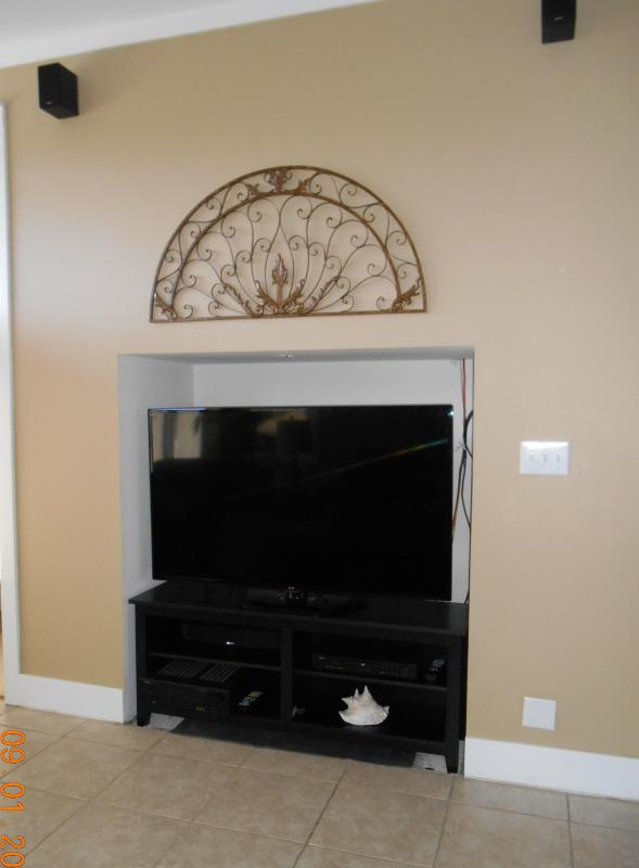 FAMILY ROOM 60' HDTV