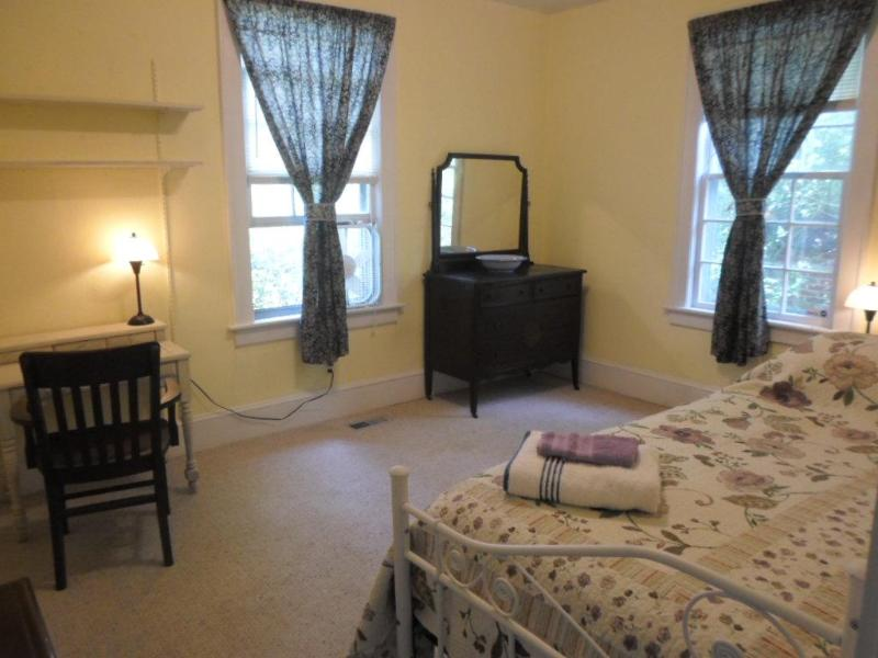Cute single room in a historical home, holiday rental in Sunbury