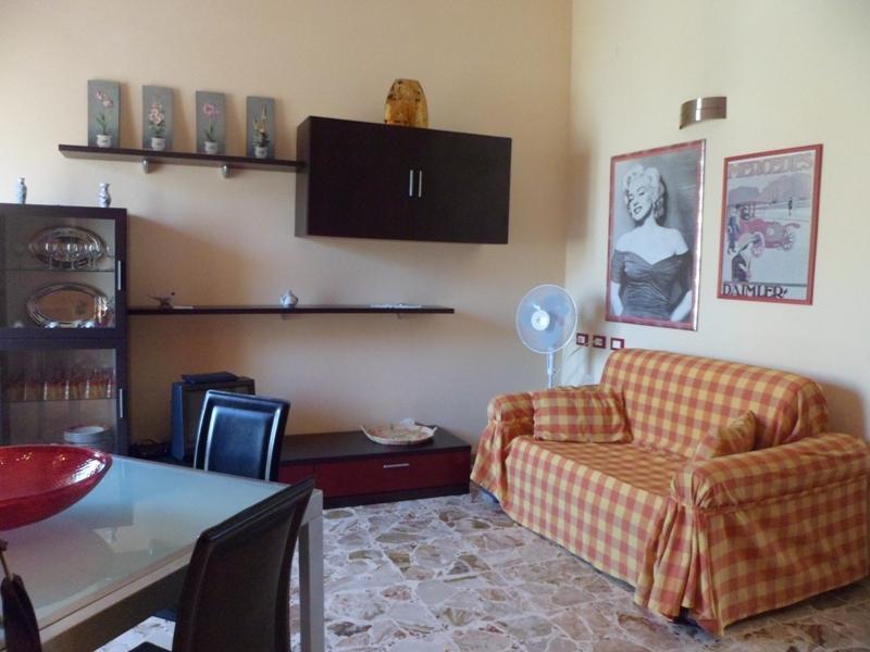 Vista del soggiorno con divano letto a 2 piazze