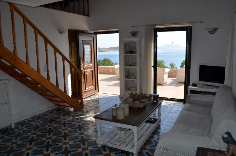 Majestic sea front villa BLU, location de vacances à Tilos