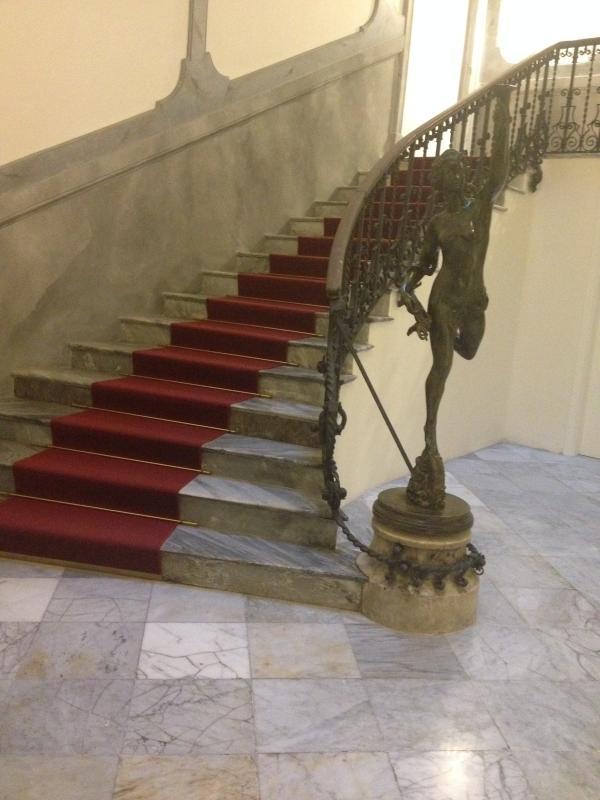 Escalera interior de Palazzo Moncada-escaleras en el Palazzo Moncada