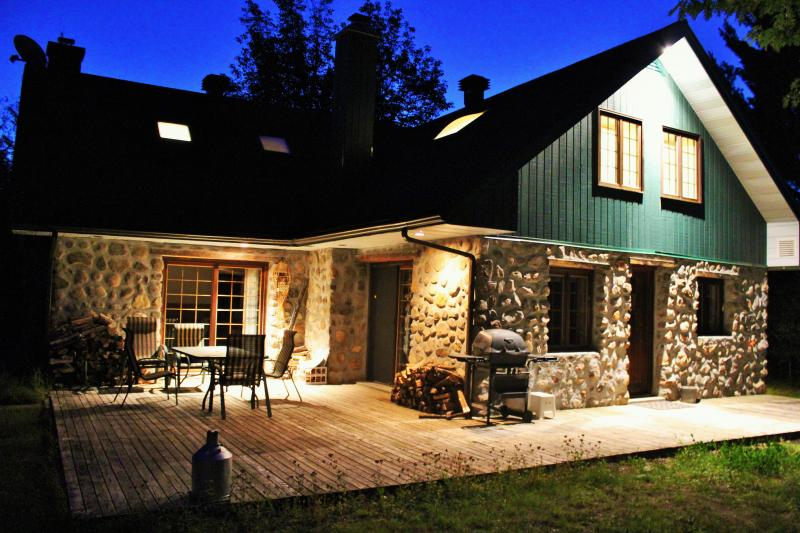 Rustic Chalet Mont Tremblant, holiday rental in Huberdeau