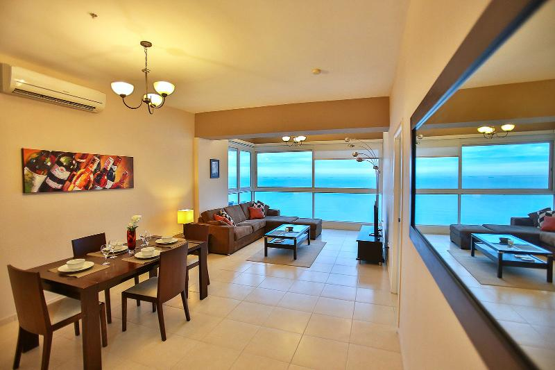 Ocean front, heart of the city!, holiday rental in Gamboa