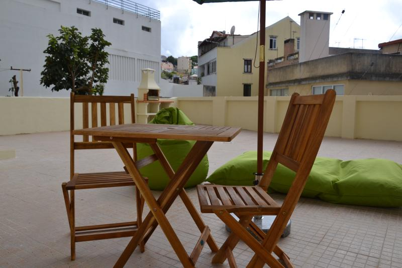 Terraço de 70 m2 com churrasqueira. 70 m2 terrace with barbecue.