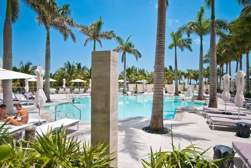 ★★★★★Ocean front Bal Harbour Resort 2 Balcony, holiday rental in Bay Harbor Islands