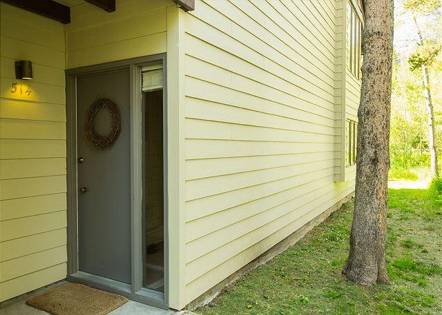 Quaint end unit located in the Aspens~Not far from town or Teton Village!, vacation rental in Wilson