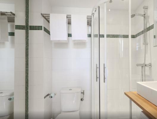 accessoires de haute qualité dans la salle de douche