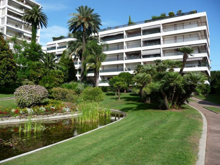 Le bâtiment et les jardins privés magnifiquement aménagés