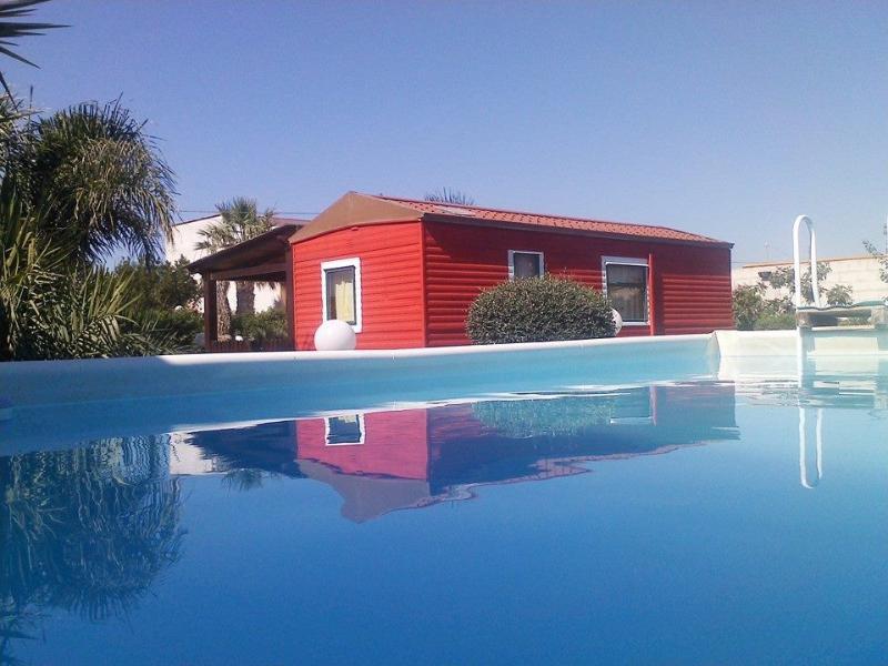 Villinio GREEN VILLAGE con giardino, location de vacances à Casa Milazzo
