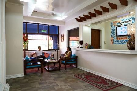 69 steps from FIELDS Room at low price., vacation rental in Pampanga Province
