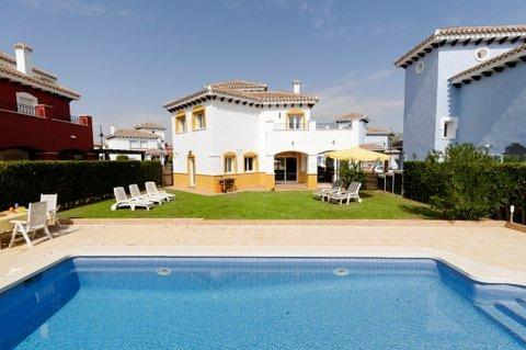 Mar Menor Golf Resort 4 Bed with Large Pvt Pool, Ferienwohnung in Los Alcazares