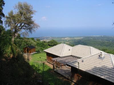 Maison bois isolée bord de mer avec piscine, location de vacances à Santa-Maria-Poggio