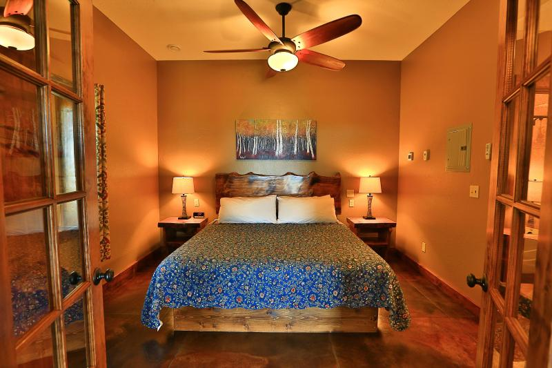 Gorgeous Suite, Private Hot Tub & Incredible Views!, holiday rental in Fritz Creek
