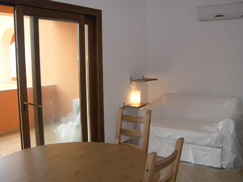 BILOCALE SANTA TERESA DI GALLURA, holiday rental in Santa Teresa Gallura