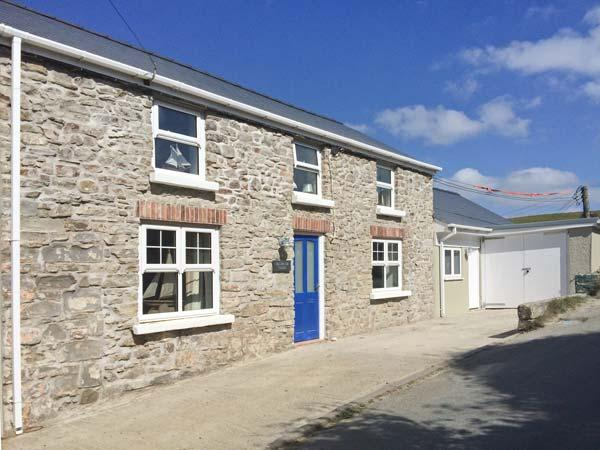 HILLBROOK HOUSE, seaside cottage, private annexe, pet-friendly, close coast, holiday rental in Newgale
