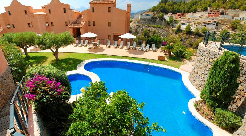 Fabulous Altea Condo with Sea View and Private Jacuzzi, holiday rental in Tarbena