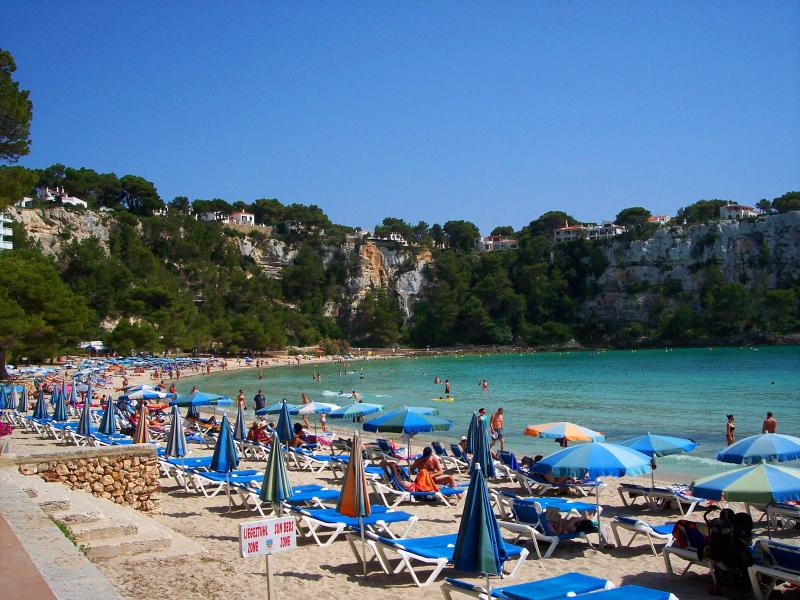Ideal for families! ~beach of Cala Galdana~bars & restaurants within 1-2 minutes~