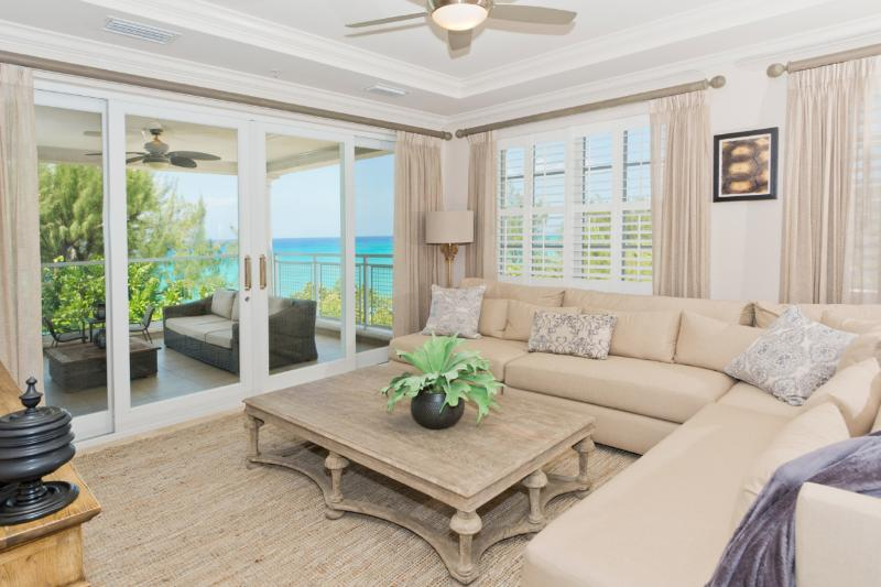 Sea Breeze - A Luxury 4br + den SMB Condo, holiday rental in Seven Mile Beach