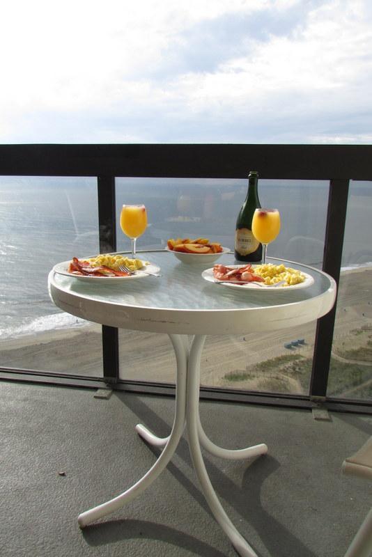 Petit-déjeuner romantique du balcon (Merci AA pour la photo)