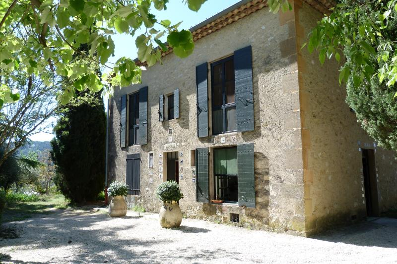 2 Wohnungen (Oliven- und unabhängige Vignes im Landhaus von casteuse