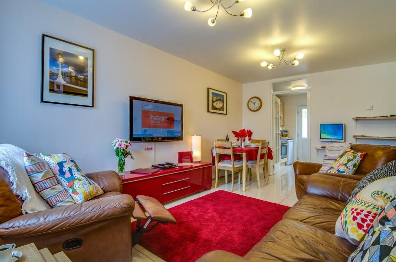 Belfast Self Catering Apartment 4 star 2 bedroom, vacation rental in Belfast